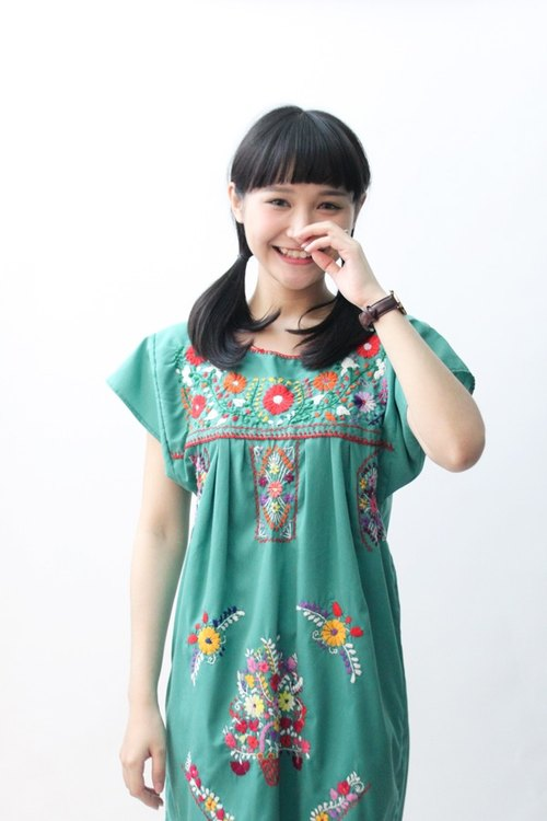 [] US Air RE0323MD04 green background Mexican embroidery vintage dress