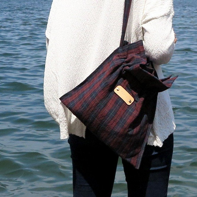 Flame LLL | Drawstring bag - red and blue plaid