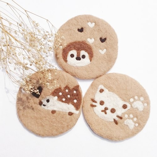 Wet felting ,handmade ,Latte coasters ( Penguin Hedgehog Cat)