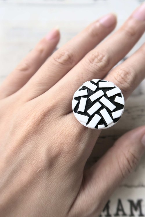 Small brick checkered unique personality retro nostalgia gender neutral ring