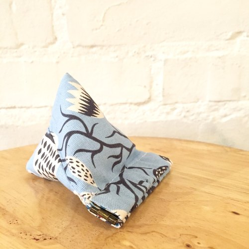 PY30 - Pyramid flex frame coin purse (-Korean fabrics- Blue botanical floral and bird print with blue and red fish lining)