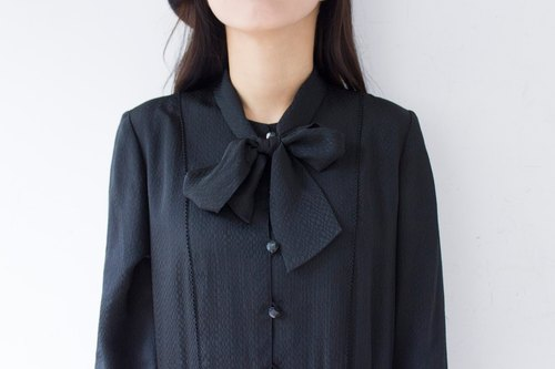 Banana cat. Banana Cats black bow tie collar strap embossed fabric long-sleeved vintage dress