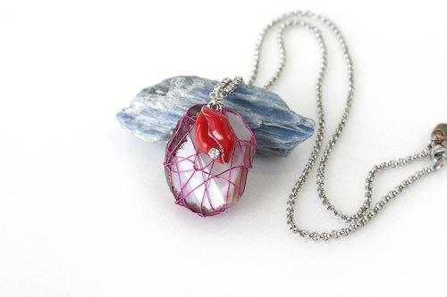 Wire Wrapped Pink Raw Stone Pendant with Red Lips Charm, Wired Raw Agate Necklace