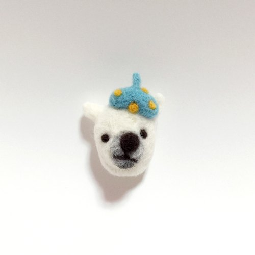 ⊙ ⊙ polar bear wool felt brooch