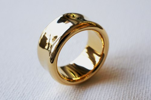 Wide smooth ring (Gold type)