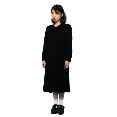 Vintage - plain black bow dress