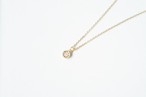 """Classic Series"" small button fine clavicle chain"