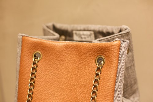 SC16 - Small cube bag with brown genuine leather and grey woven fabric