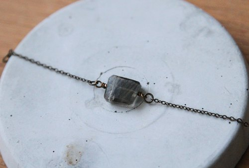 Black and gray labradorite bracelet / crystal necklace chain clavicle simple geometric ornaments simple small detail