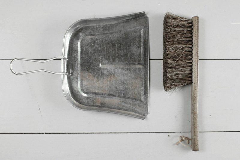 Horse hair brush + metal dustpan cleaning kit