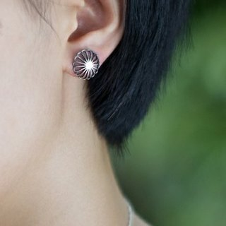 Juuroku Kiku sixteen chrysanthemum petals pierced earrings 925 sterling silver hand-made one