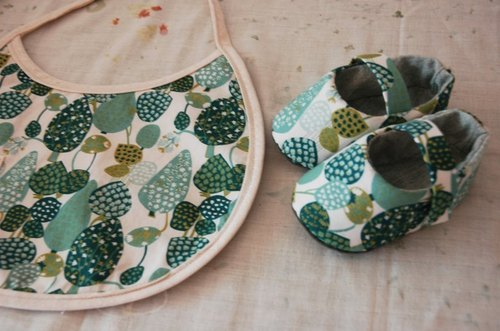Small forest green baby bibs