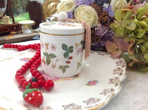 ♥ ♥ Annie crazy Antiquities British bone china Royal Queen wedgwood Wild Strawberry Wild Strawberry candy cans Tea Caddy jewelry box new