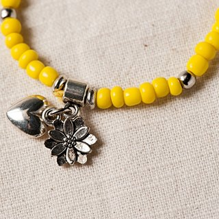 [Woody'sHandmade] heart flowers blossoming open. 4mm glass bracelets with the type (bright yellow)