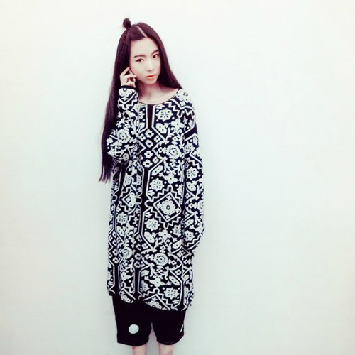 Black and white damask cotton knit gown