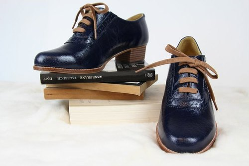 Oxford shoes (classic blue) clearing (37 yards)