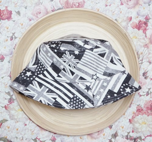 Good girl hat | Black and White Flag / last one girl M