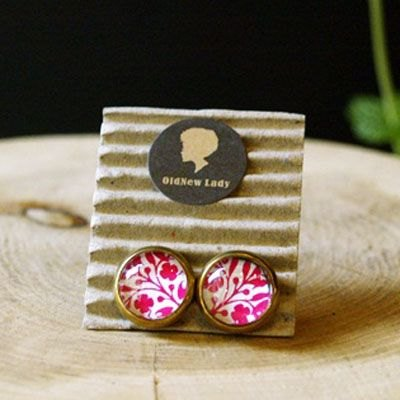 OldNew Lady- small round ear acupuncture / Earrings. Retro geometric flowers (pink)