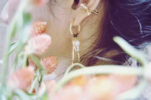 Marygo ﹝ dazzling. ﹞ gold glass earrings