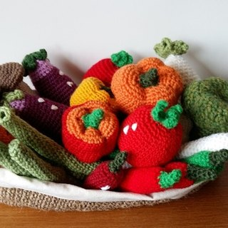 Amigurumi crochet doll: play food, Fruit and vegetable basket, hemp knitting basket.