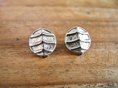 Time Travel【vintage handmade earrings :Silver noise】