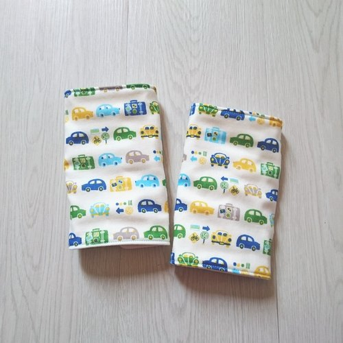 Car travel in mind - six gauze bibs straps (one pair in)