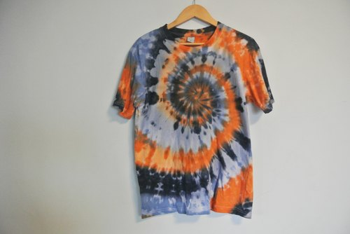 Yan Yan hand-dyed - Yen Yen render short-sleeved clothes. T-shirt. Hippie.