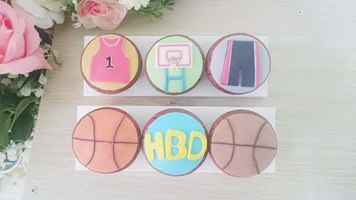 Basketball wind fondant cupcakes