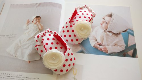 Little red and white yarn flower baby sandals