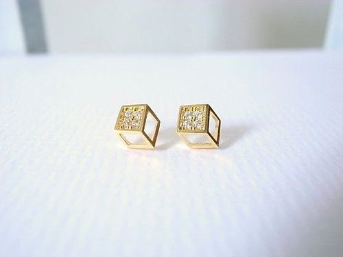 [NU Studio] slightly three-dimensional geometric series of small square earrings 925 sterling silver