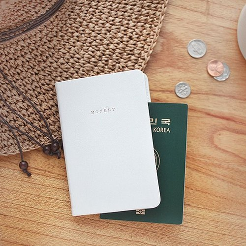 Dessin xLivework- Textured Leather Passport Cover - Classic white, LWK97787