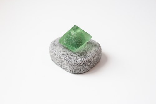 Stone planted SHIZAI ▲ green fluorite ore (with base) ▲