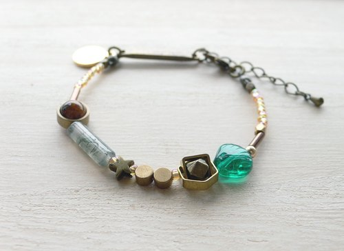 Day and the good day | night sky. Emerald | natural stone brass bracelet