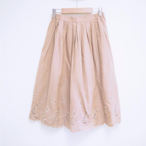 Light brown leaves embroidered umbrella skirt bust