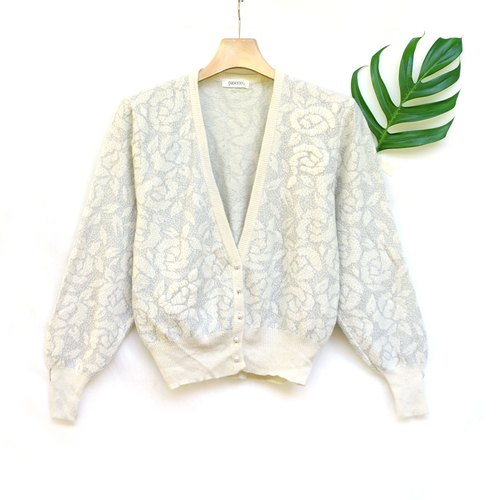 BajuTua / vintage / soft white embroidered cardigan jacket