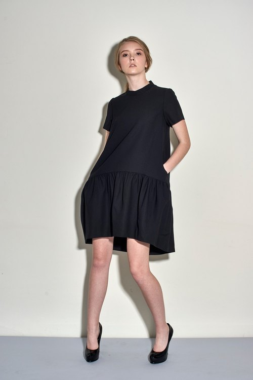 Three-dimensional curved asymmetric short-sleeved dress