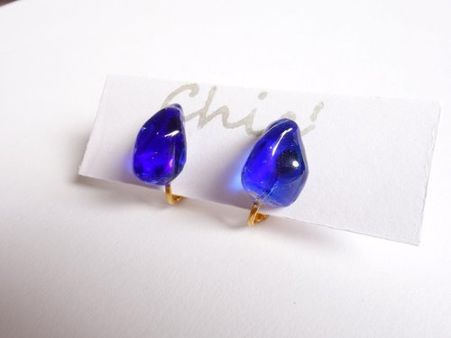 Chic '[Ryukyu glass earrings Blue]