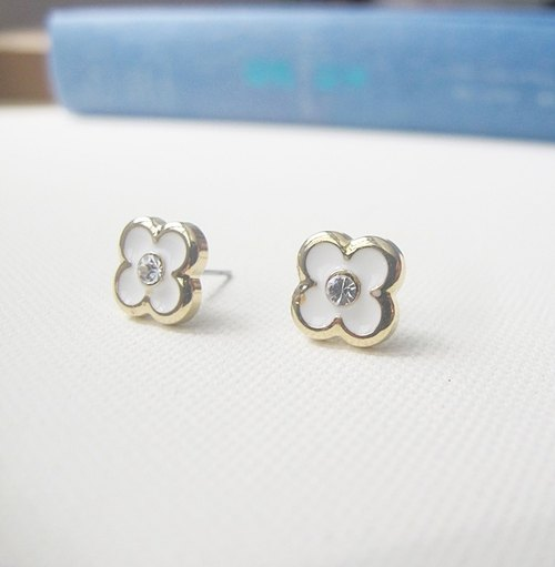 Phnom Penh white retro handmade earrings, rhinestones + small flower +