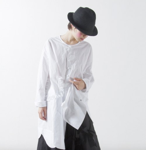Curly hair long section of white shirt - imakokoni