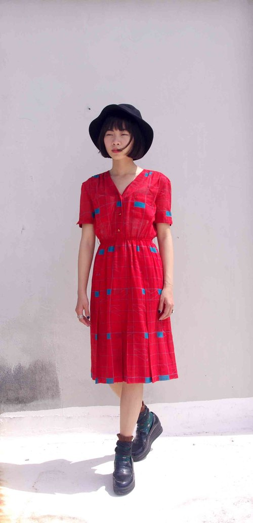 4.5studio- paddy rice to overseas vintage treasure hunt - Punctuality Red retro V-neck short-sleeved cotton dress