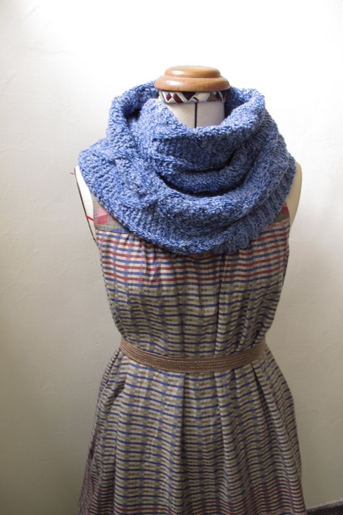 Lan wool scarf (blue dot)