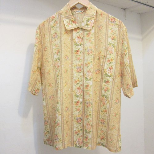 ✵ ✵ feelings wallflower yellow flowers vintage shirt made in Japan