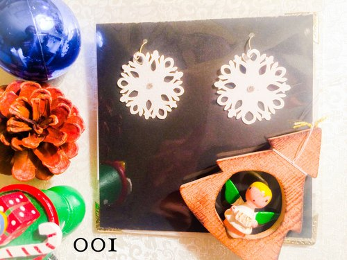 Paper Earrings Snow Crystal swarovski / snow crystal switching picture Pierce / Atelier TanTan