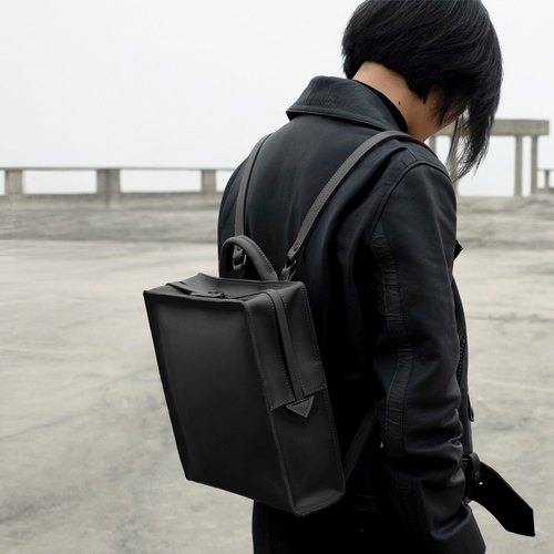 TREBLE Z / SQUARE 2.0 square packet black shoulder bag