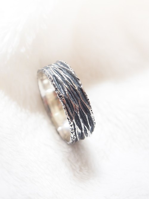[Silver] Xia Bomi Creative neutral series - black zebra lines ring, each knife deeply every are hand carved out of each ring is different, for a taste of the recommended 925 silver