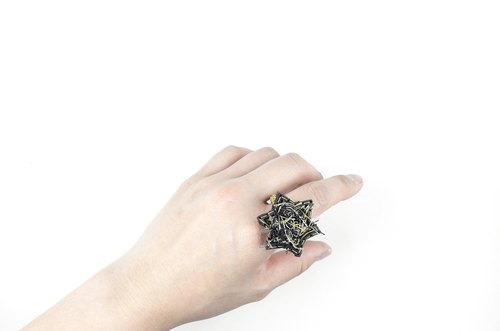 SUE BI DO WA - handmade leather and close the hand-woven ring of stars (mixed black) -Leather mix with yarn Star Ring
