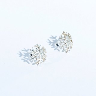 Yuki Snow (seasonal) Hollow snowflake earrings 925 sterling silver hand-made one