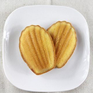 Madeleine cake shell - banana / honey lemon / orange fragrance