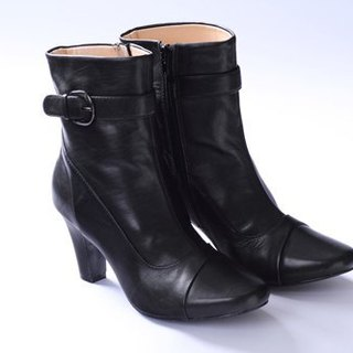 Simple black leather buckle boots