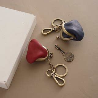 """RENÉE"" mini mouth gold key ring, soft plant tanning carved leather warm red"
